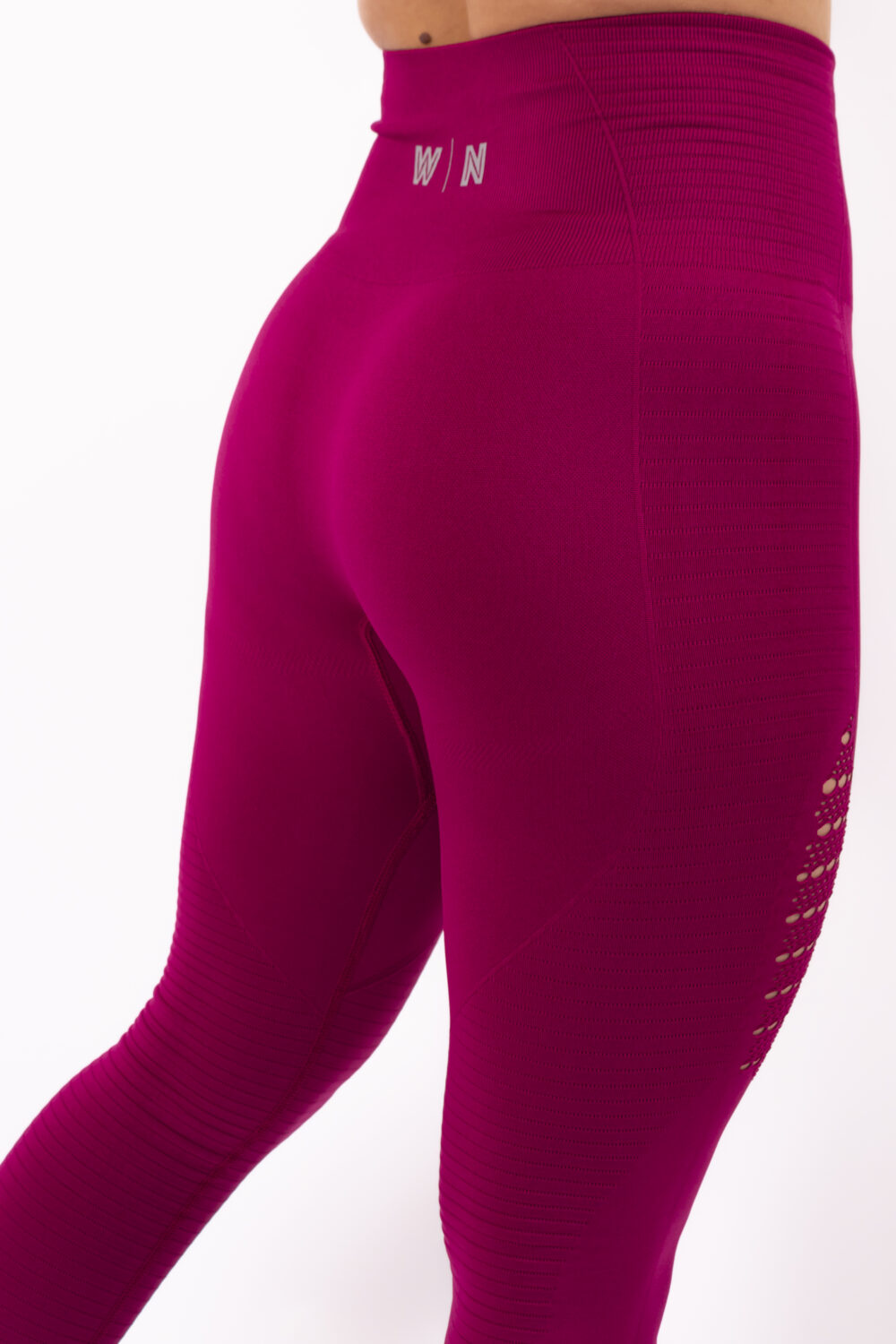 dark fuchsia sportlegging details woman nutrition