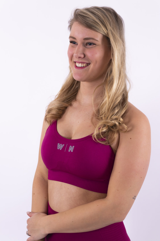 dark fuchsia sport-bh woman nutrition