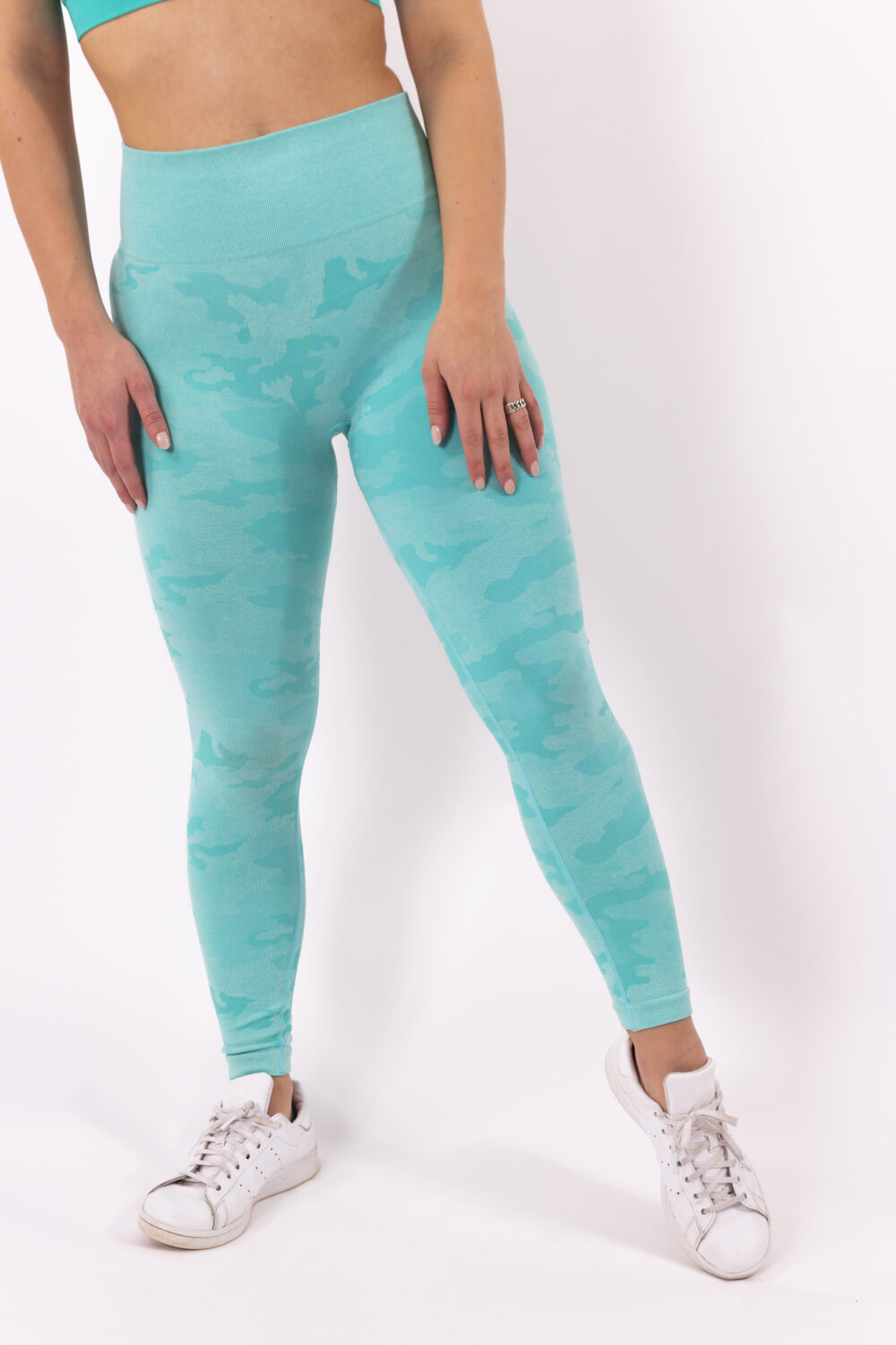 Turquoise camp sportlegging woman nutrition