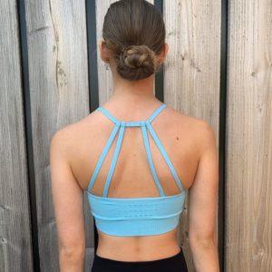 lichtblauwe sportbh woman nutrition