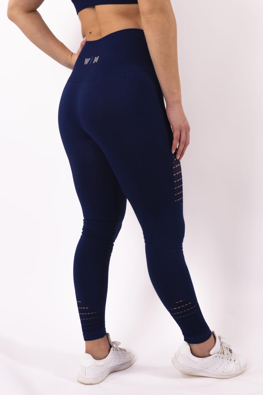 dark blue sportlegging woman nutrition