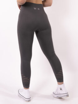 grey legging woman nutrition
